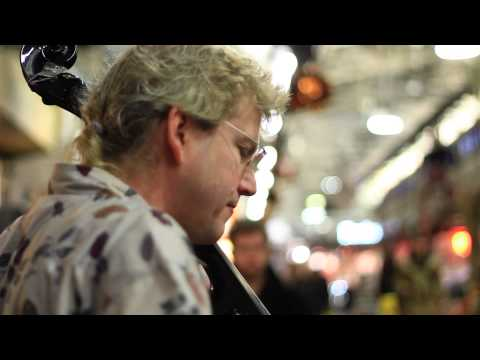 Sean Grissom - The Cajun Cellist : The Back Of The Busk