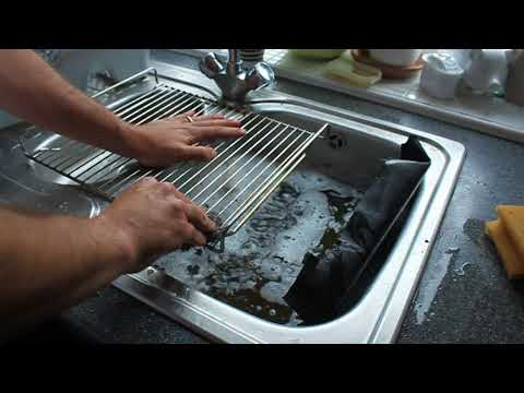 Life Hacks #8 REALLY easy how to clean a grill or oven rack to perfection! No effort needed!