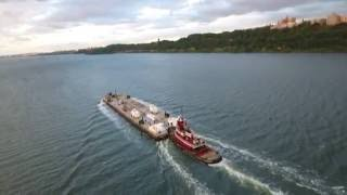 [STORM PREP] Hudson River NYC - VERY Fast Tugboat Pushing Barge