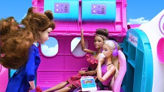 Barbie holiday toys! Barbie and friends travel by plane
