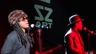 Bilal - Something To Hold On To {Live @Bizz