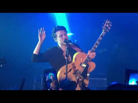 Harry Styles - Kiwi (Secret London Show)