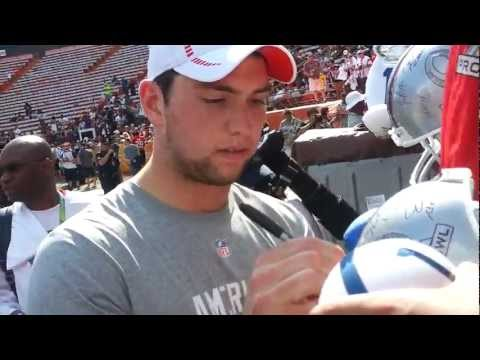 Andrew Luck and Peyton Manning signing autographs after 2013 pro bowl practice