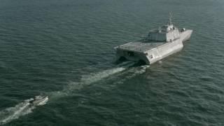تضرر سفينة حربية أمريكية عند عبورها قناة بنما