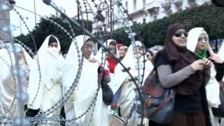 """تونسيون يحتفون بـ""""السفساري"""" و""""البرنس"""" في العيد الوطني للباس التقليدي"""