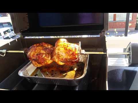 Rustidor asador giratorio para barbacoas weber spirit by thebarbecuestore - Poulet barbecue weber ...