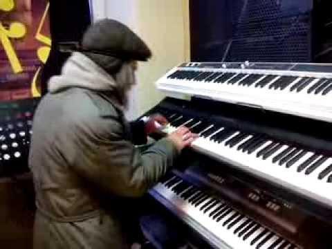 Дедуля играет импровизацию джаза | Grandpa plays jazz improvisation