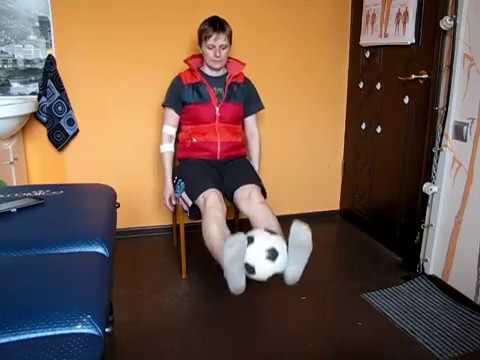 Упражнения для ног сидя на стуле. С мячом / Exercises for ...