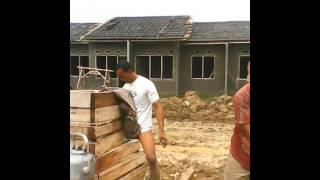 Tukang Bangunan Yg Sngat Tragis