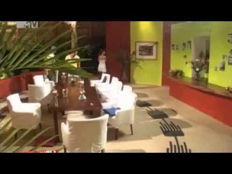 Сара Окс в шоке от драки Каникулы в Мексике