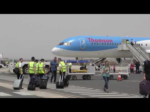 Walking from TUI plane (flight TOM 424) to Boa Vista's International Airport entrance