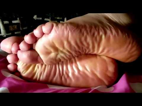Latina Wrinkled Soles (Candid)