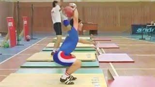 Джони Бенидзе - уникальная техника рывка гири 32 кг (Сургут, Чемпионат России 2008)
