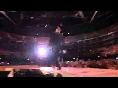 Robbie Williams - Take The Crown Live @ O2 Arena (2012) -hey wow yeah yeah