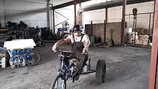 электрический мотоцикл из гироскутера. Трицикл. Третья серия. Демонстрация.