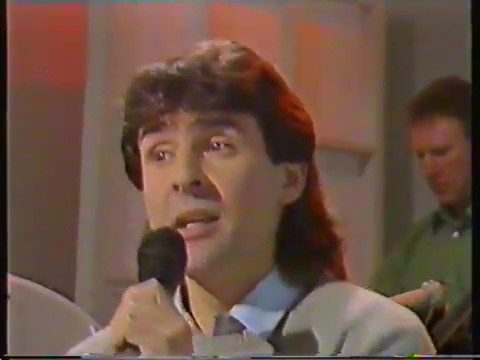 Davy Jones Pebble Mill at One Interview singing Oliver