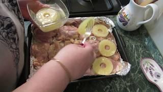 Куриные окорочка с картошкой и ананасом.