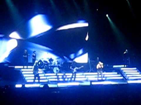 Laura pausini concert ascolta il tuo cuore october 2009 for Laura pausini ascolta il tuo cuore