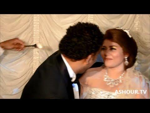 قبلة ساخنة من محمود الليثي لعروسته يوم زفافه