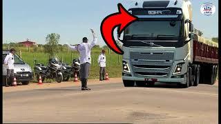 سائق شاحنة أركب معه إمام مسجد و عندما وصل إلى حاجز الدرك إكتشف أمرا خطيرا لا يصدق !!
