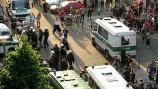 Straßenschlacht Berlin Friedrichshain 20100605.AVI