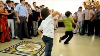 Дети танцуют лезгинку