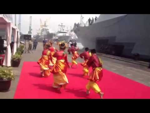 Welcome Dance for   USS FTW at Jakarta Port