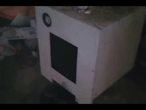 Caldera casera de le a carbon o biomasa conectada a la for Calderas para calefaccion central a lena