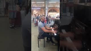 かっこいい!街中で娘にピアノを披露 通行人も目が釘付け! 石綿日向子 検索動画 16