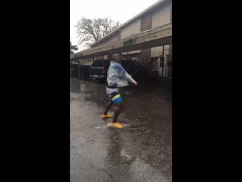 She twerking in the rain