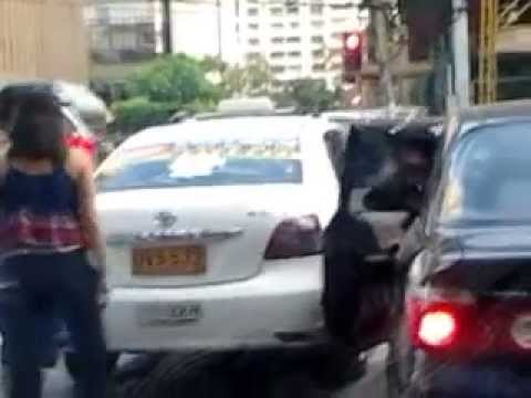 fight caught on cam Road Rage Taxi Driver in Manila Philippines