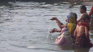 Ganga,Ganges Bathing in Varanasi Ghat, India (インド バラナシのガート、ガンガー、ガンジス河の沐浴)