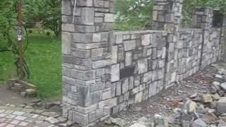 Забор из бутового колотого камня.