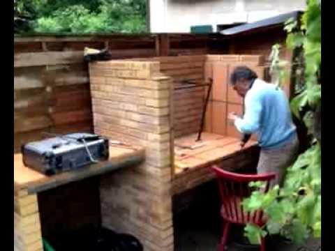 Construire un barbecue youtube for Construire un barbecue en pierre refractaire