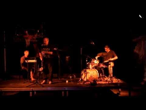 MUSIC VILLAGE/ΜΟΥΣΙΚΟ ΧΩΡΙΟ 2009 - trio grix