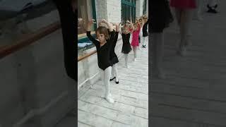 Балет для детей 5-9 лет. Станок - первые уроки.