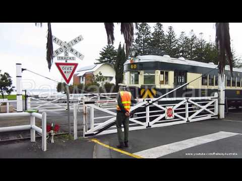 Hand Operated Level Crossing in action! Victor Harbor.