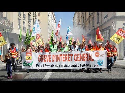 French railway bosses claim strike is waning