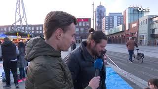 Vroege vogels zoeken het perfecte plekje op de kleedjesmarkt in Zwolle