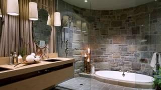 Opulente Badezimmer mit Sunken Jacuzzi und eine gekrümmte Steinmauer thumbnail