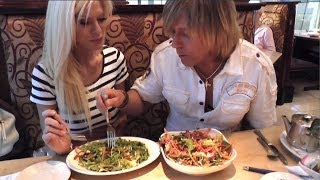 HOW TO EAT HEALTHY WHEN EATING OUT,  Markus Rothkranz, Cara Brotman