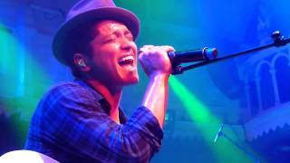 Скачать Bruno Mars Talking To The Moon Live In Amsterdam