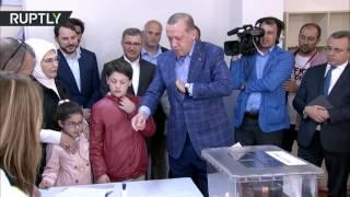 أردوغان يعول على قرار صائب لشعبه في الاستفتاء