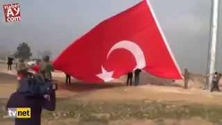 Kobani Sınırına Dev Türk Bayrağı Dikildi