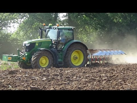 Ploughing with John Deere 6215R & Kverneland 6 Furrow