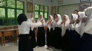"""paduan suara (belajar) SMK 3 gorontalo utara...""""tanah airku & rasa sayange"""""""