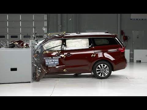 2015 Kia Sedona Driver-side Small Overlap IIHS Crash Test