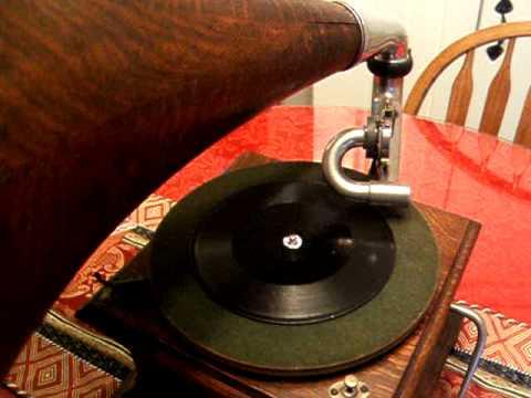 Emile Berliner Record 1895 - Sidewalks of New York - George J. Gaskin Victor II Gramophone