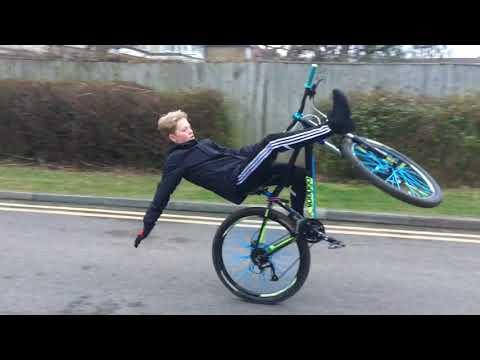Top 10 Wheelie Fails !!