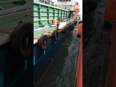 Dangerous bunkering at supply vessel ships